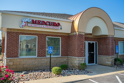 The front of the building for the Medcuro St. Peters, MO location.
